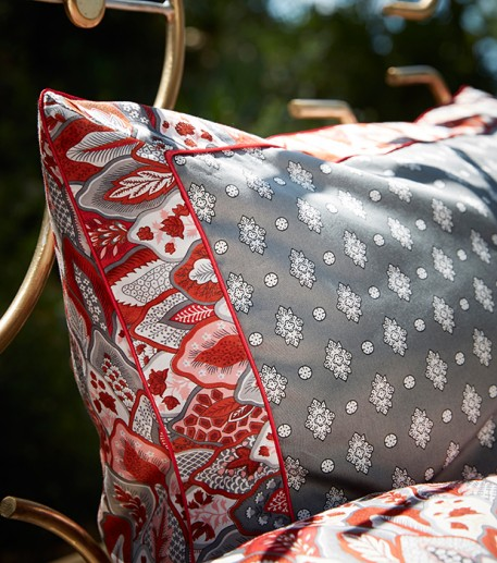 """Menton"" grey and red pillowcase"