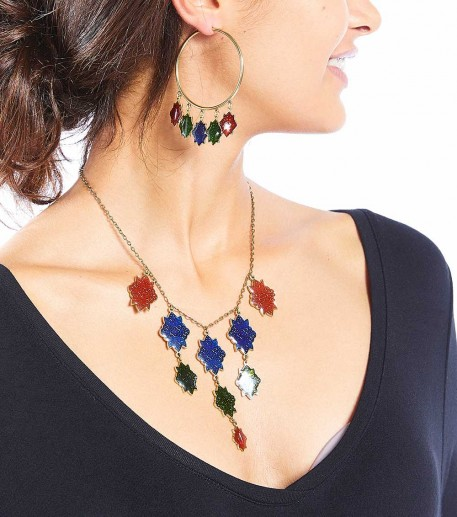 Short necklace with 9 blue/green Marvels