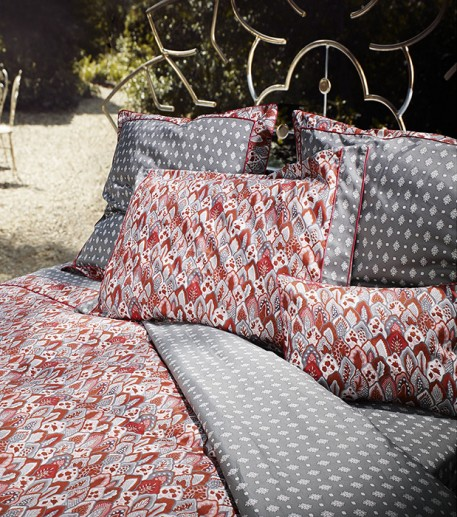 """Menton"" grey and red fitted sheet"